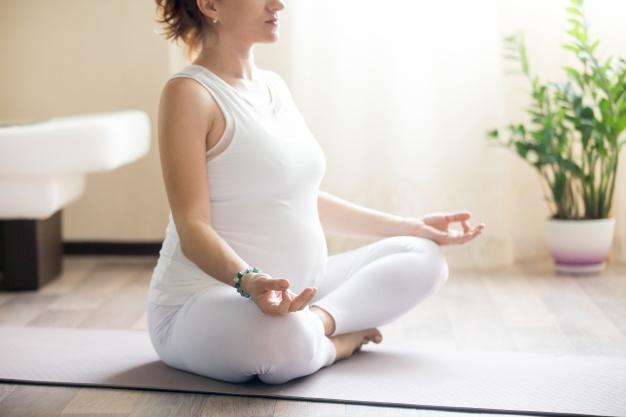Yoga per mamme in gravidanza: l'associazione Vedana di Lecco propone un corso