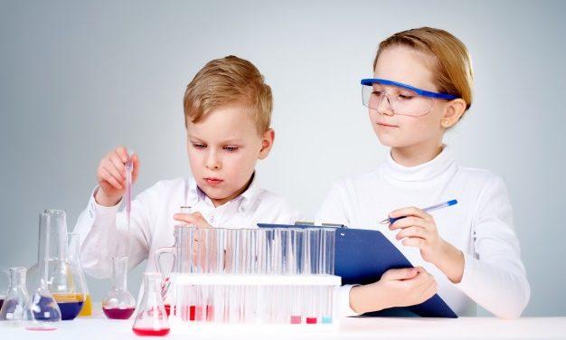 """Bambini, pronti a diventare scienziati? Il """"Museo della Seta"""" di Garlate propone un laboratorio"""