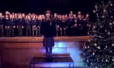 VIDEO | Può una bambina autistica, con il suo canto, commuovere una platea ? Scopriamolo assieme