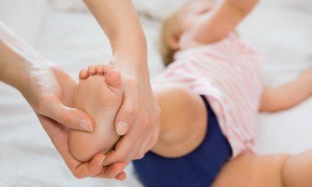 """Massaggio infantile in prova presso lo """"Spazio Margherita"""" di Lecco"""
