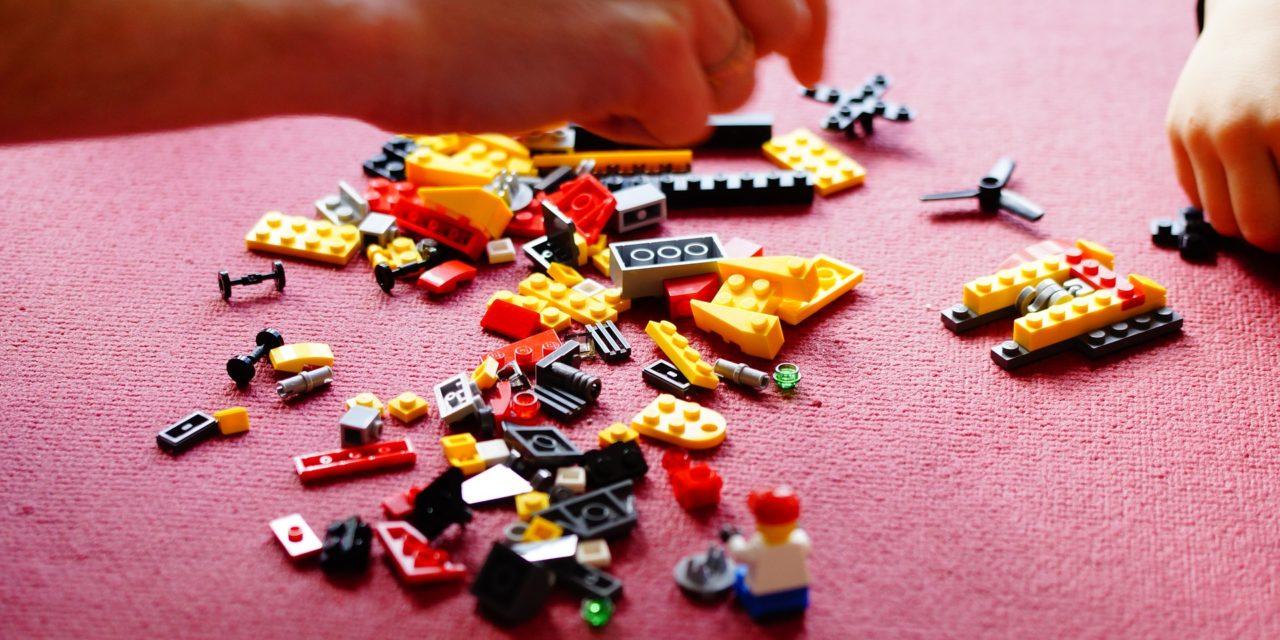 """FUORISALONE MILANO: PROGETTO DELLA """"UNICREDIT TOWER"""" COSTRUITA CON 30.000 MATTONCINI LEGO"""